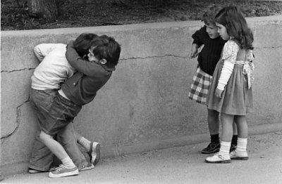 Lorsque les enfants sont dans la cour, ils découvrent, éprouvent la force des sentiments ou la servitude humaine, on appelle cela la récréation.   Claire Simon