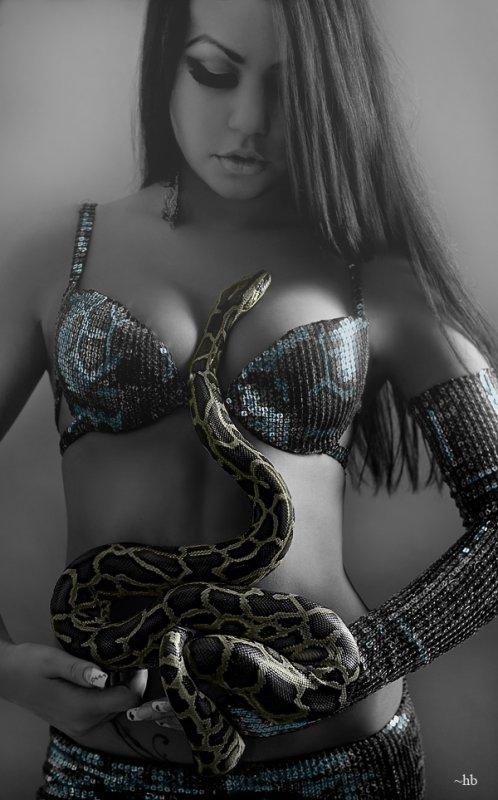 femme et serpent