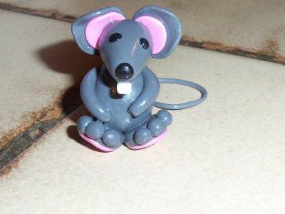 Une souris verte qui... et non elle est grise