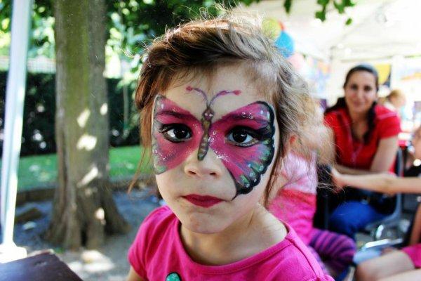 celia et son papillon elle en etait fiere