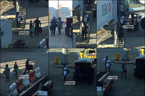 . Candids||Demi et son équipe ont été vus sur le Sydney Bridge. (19/04) + à l'aéroport de Perth, AUS. (20/04) .