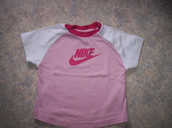 T-shirt NIKE 9/12mois=}2¤ (de chez verbaudet)