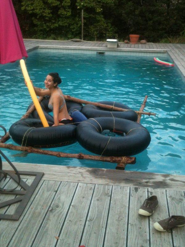 Testage de radeau dans la piscine !