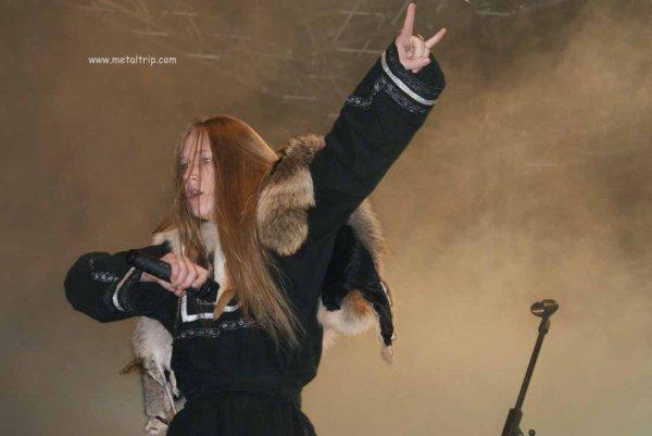 Tout d'abord, Tervetuloa ! (bienvenue en finnois ;D). Je vous souhaite à tous une agréable visite sur ce blog consacré au metal féminin. Photographie ; Masha Scream (Arkona)