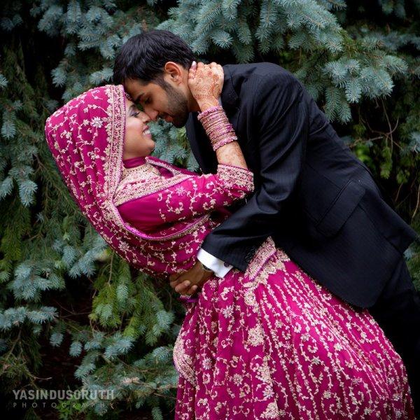 """Le Messager d'Allah (sallallahu 3alayhi wa sallam) a dit:  """"Ô vous les jeunes! Que celui qui est en mesure de se marier parmi vous le fasse! C'est mieux pour le regard et plus chaste pour les parties génitales. Que celui qui ne peut se marier jeûne alors, car le jeûne lui sera un bouclier.""""  [Rapporté par Boukhâry et Mouslim]"""