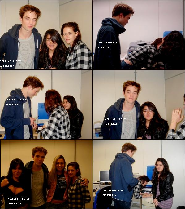 _13/11/10______Kristen et Robert à l'aéroport de Rio, avec des fans____