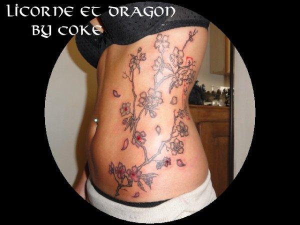 tatouage personnalisé : ailes et branche de cerisier en fleur (1ère