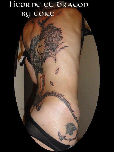 tattoo dos dragon fini tattoo tatouage et piercing le body art est. Black Bedroom Furniture Sets. Home Design Ideas