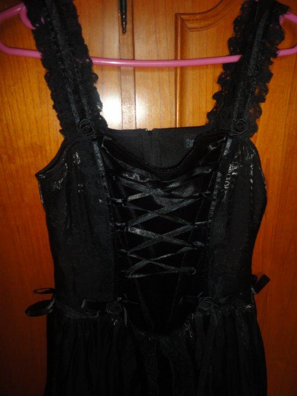 Robe noire goth