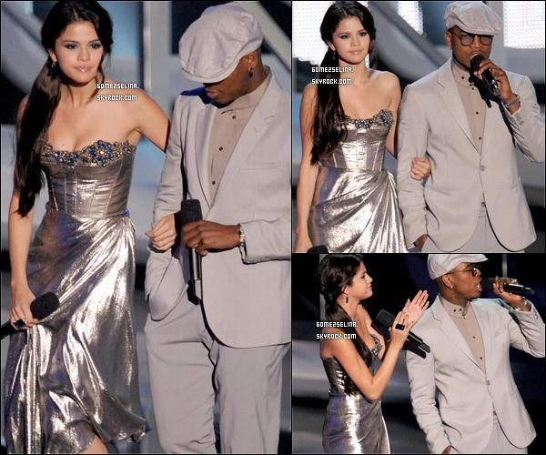 . --What a pretty girl ! Selena looks so beautiful <3 12/09/10 - Selena aux MTV Video Music Awards. Une de ses plus belles apparitions ! .