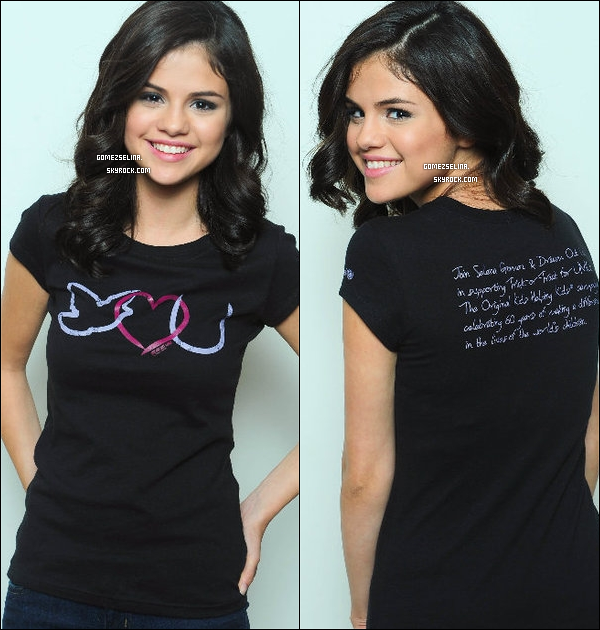 . Deux photos d'un photoshoot de Selena pour « Trick Or Treat For Unicef » .. J'aime beaucoup ! .