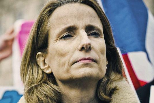 Béatrice Bourges, figure de l'opposition au mariage des couples homosexuels, estime que « la Russie montre l'exemple ».