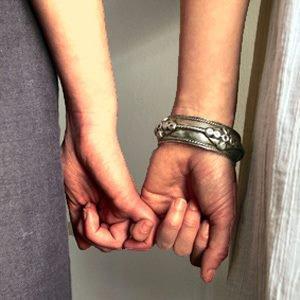 Russie - Des couples lesbians répondent a la loi contre la soit disant « Propagande homosexuel-le-s »