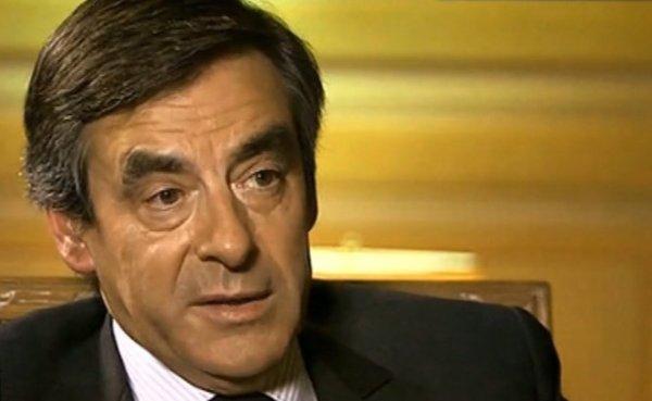 François Fillon (UMP) veut restreindre l'adoption pour les couples de même sexe.
