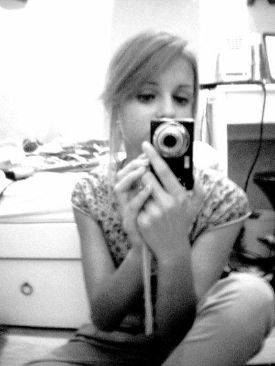 Sara ; 15 ans & Célibataire.