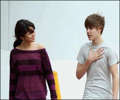 Justin et Selena ont été aperçu ensemble hier à miami beach .Ils sont pas chou ?