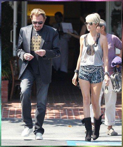 Chanteur et acteur français Johnny Hallyday repéré shopping après avoir déjeuner avec sa femme Laeticia à Segals Fred à West Hollywood le 2 juillet 2010