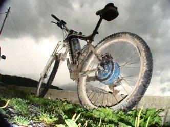VTT électrique Haut Gamme dans la boue