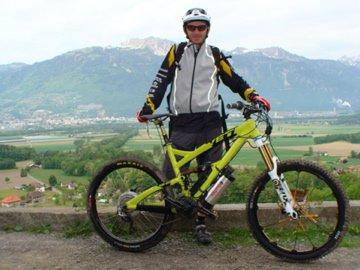 Prèparation du VTT électrique de Olivier Giordanengo pour la 20ème Transvésubienne 2012