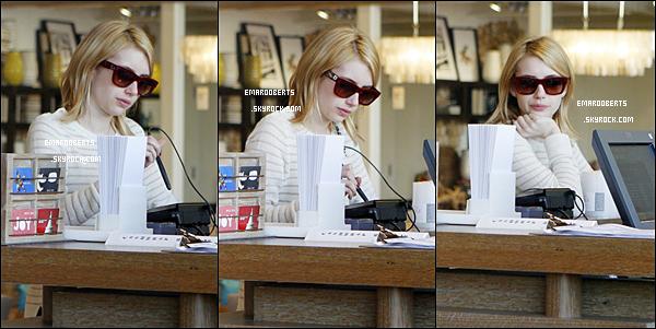 . 29.12.2011 Emma a été aperçue faire du shopping dans les rue de los angeles ..