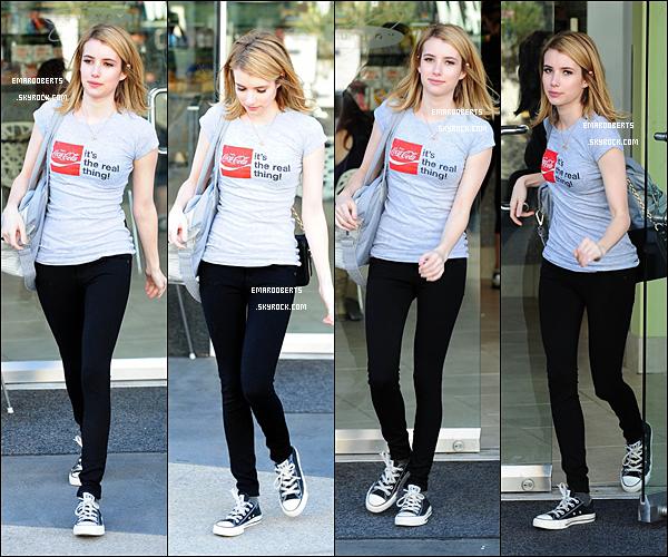. 05/01/12  Emma c'est rendu a un cours de gym et elle a été aperçue le quittant. Emma se cachait à la sortie de Chateau Marmont, là où elle a fêté l'anniversaire de Marilyn Manson .