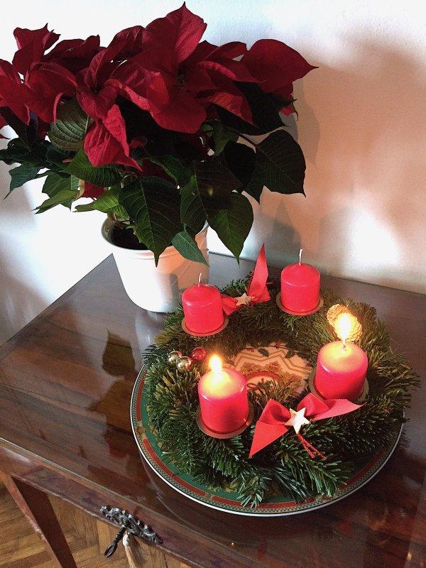 N'oubliez pas que dimanche, c'est le deuxième dimanche de l'Avent…  Vergessen Sie nicht, dass am nächsten Sonntag der zweite Adventssonntag ist ...
