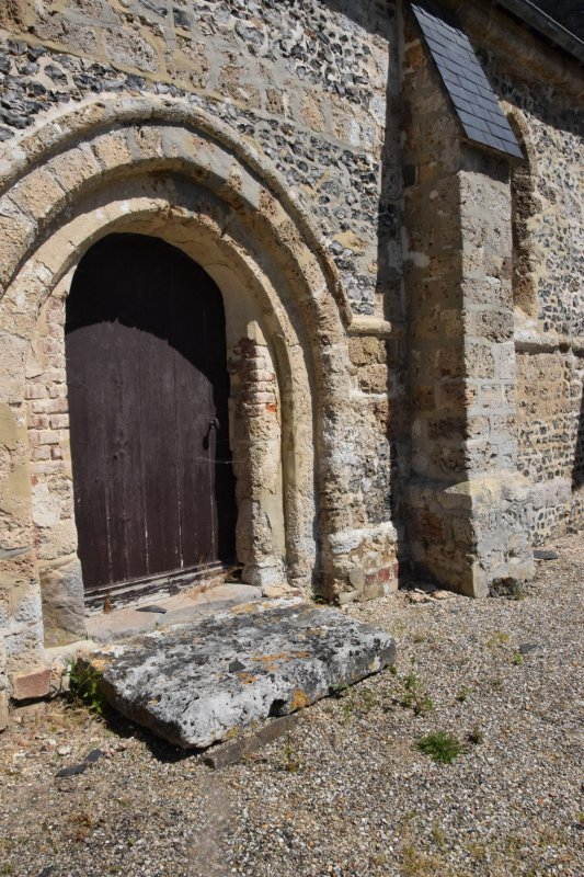 petite eglise a cote de st mards en normandie