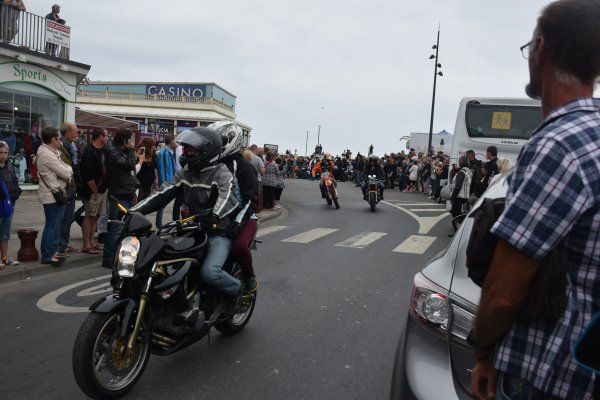 le 24juin festival americain la parade
