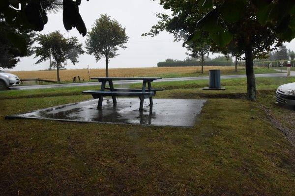 etretat le 12 aout sous la pluie