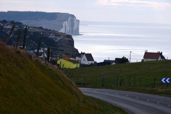 apres midi balade seule sur la falaise arrivee au village d a cote