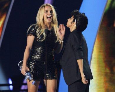 4. VMA 2011