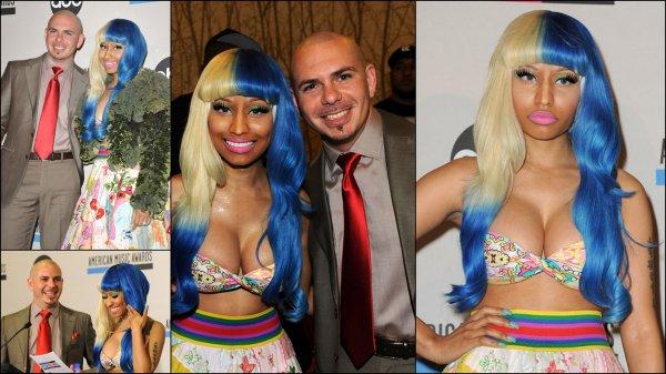 Nicki Minaj et Pit Bull vu au American Music Awards en annoncant les nominer