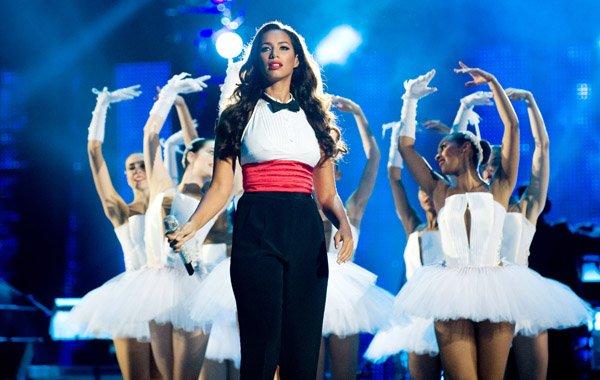 """Au Millenium au Royaume -Unis il y a eu plusieurs stars pour rendre encore hommage avec un concert nommé """"Micheal Forever""""avec ses enfants Prince,Prince,Blanket,Christina Aguilera,Ne-Yo,Leona Lewis,Alexandra Burk,Jamie Fox encore plein d'autre stars qui ont participer à ce concert"""
