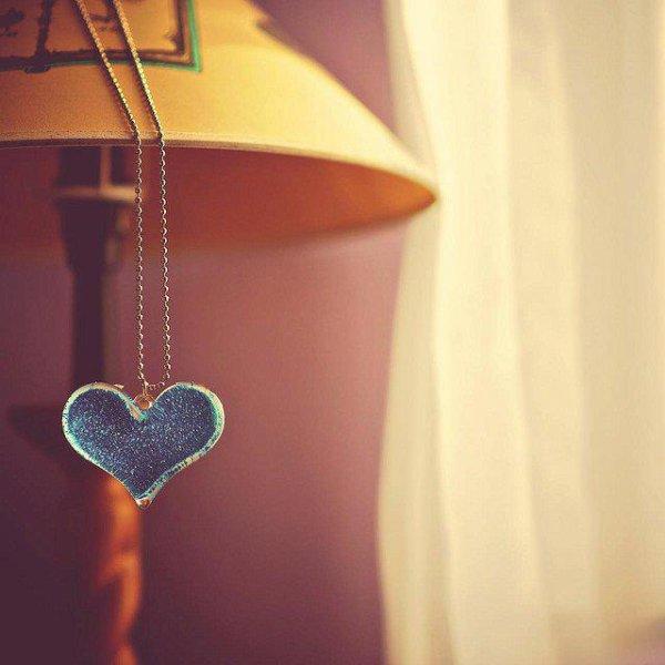 Dans un couple, il y a forcement des hauts comme des bas, des jours avec et des jours sans, des disputes et des réconciliations, des insultes et des mots doux. Un vrai amour ne fini jamais. Il vous suivras, pour toujours. Le vrai amour c'est quand vous ne pouvez plus vous passer l'un de l'autre, vous vous manquez quand vous vous lâchez la main, vous vous regardez sans arrêt avec un air amoureux. Vous pouvez passer des heures et des heures le regarder dormir le fixer. Le bonheur de l'avoir près de vous et qu'il vous dise qu'il vous aime .. ♥