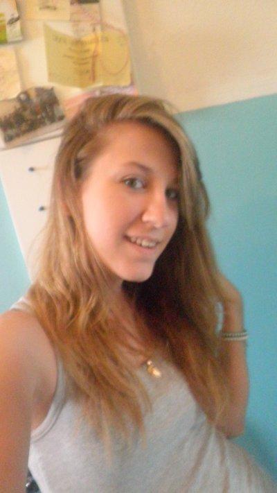Coralie • 18 ans• charleroi • &é céliba (coeur niké) =/