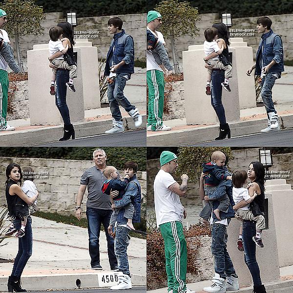 . 18/02/12 ▬Selena a été vue quittant un bureau à Woodland Hills.  18/02/12 ▬Selena et Justin , toujours ensemble, quittent le restaurant Japonais Benihana à Los Angeles . Puis ils ont été vu dans Malibu..