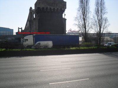 camion pris sur l'autoroute