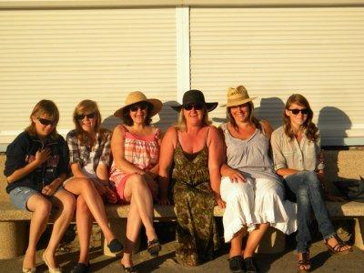 20.08.10 Ya du soleil et des nanas sur le banc des minteux du P'tit Fort