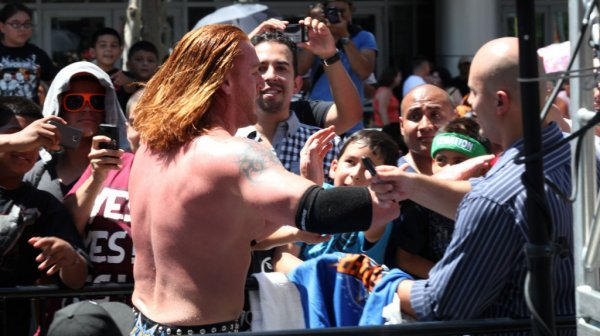 Heath Slater, Face malgré lui ?