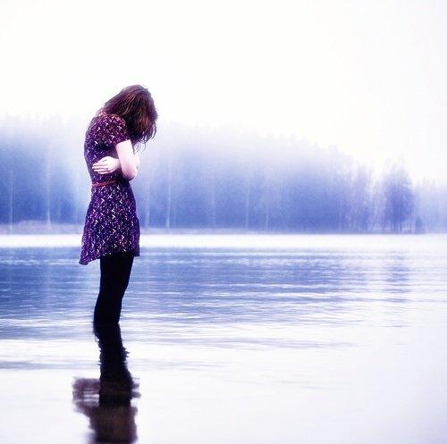 .   A L O N E _  W I T H_  Y O U   . Chapitre ll : Neige glacée