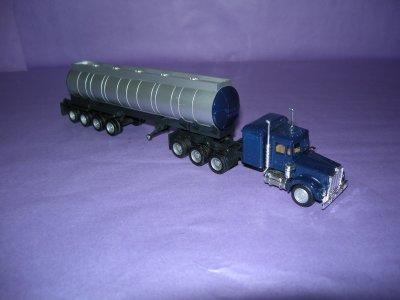 1/87 - Tracteur Kenworth 8/6 tridrive + sr citerne 4 essieux à roues jumelées (Herpa)