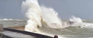 Les Côtes d'Armor et le Finistère en alerte vagues-submersion pour la nuit de jeudi