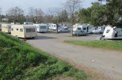 THONON-LES-BAINS:  Une soixantaine de caravanes campe devant le château de Ripaille