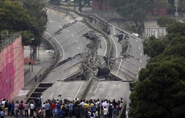 Les autorités brésiliennes ont détruit le périphérique urbain de Rio à quelques semaines de la Coupe du monde.