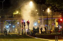 Grenoble : après la victoire de l'Algérie, un bus et une dizaine de voitures incendiés