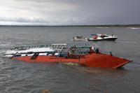 Indonésie: 10 étrangers, 5 Indonésiens portés disparus dans un naufrage