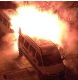 Quatre fourgons de police incendiés à Carouge