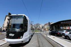 Grenoble : ils bloquent et caillassent le tramway à trois reprises