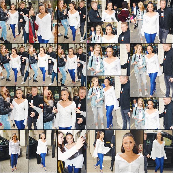"""27/09/17 :  Notre jolie Demi Lovato a été vu arrivant et partant des studios de KISS FM situé dans la ville de Londres. Notre ravissante Demetria a aussi été vu arrivant dans les studios de """"BBC radio 1"""" toujours situé dans la belle ville de Londres. Donne-moi ton avis !"""