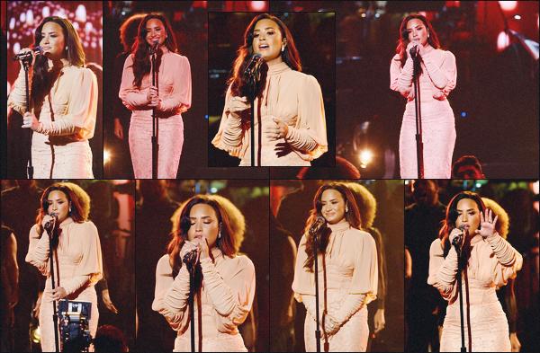 14/10/17 : La belle Demi Lovato a performé lors du 'One Voice: Somos Live! A concert for Disaster Relief' à Los Angeles. Comme à son habitude, la belle Demi L. était vêtue d'une robe sublime pour ce genre de petit concert, elle est vraiment magnifique. Donne-moi ton avis.